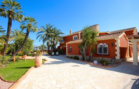 Luxusvilla mit Innenhof in Denia