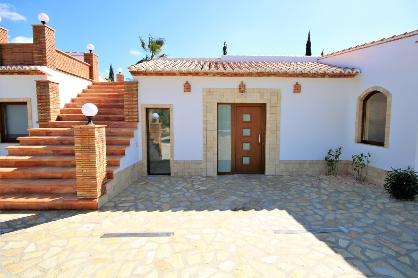 Neubau Luxusvilla in Denia