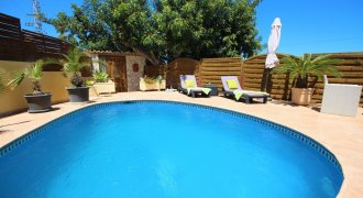 Gellegenheit !! Villa with pool opportunity!