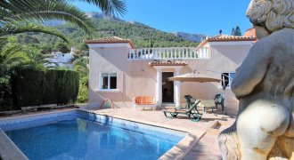 Beautiful villa with pool, developable apartment
