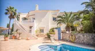 Top well maintained villa with sea views in Denia