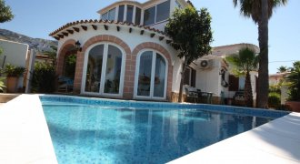Villa mit separatem Apartment und Pool in Denia.