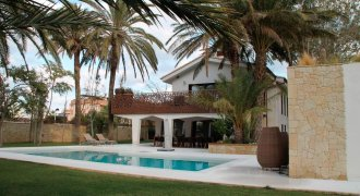 Luxusvilla in Denia, 40m zum Strand